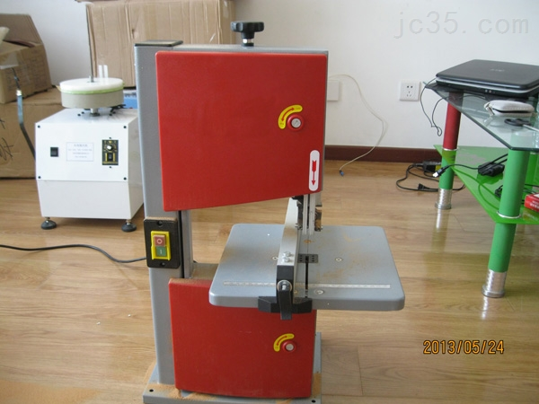 梁氏机械高度精密锯料机