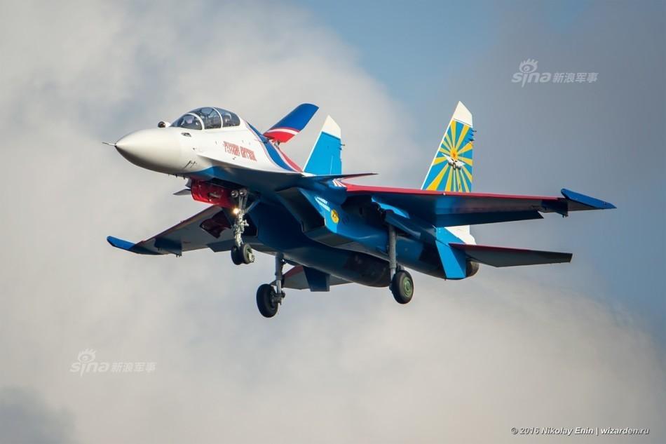 俄勇士表演队苏30SM战斗机现中国周边