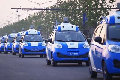 乌镇无人驾驶汽车上路 开车可玩手机