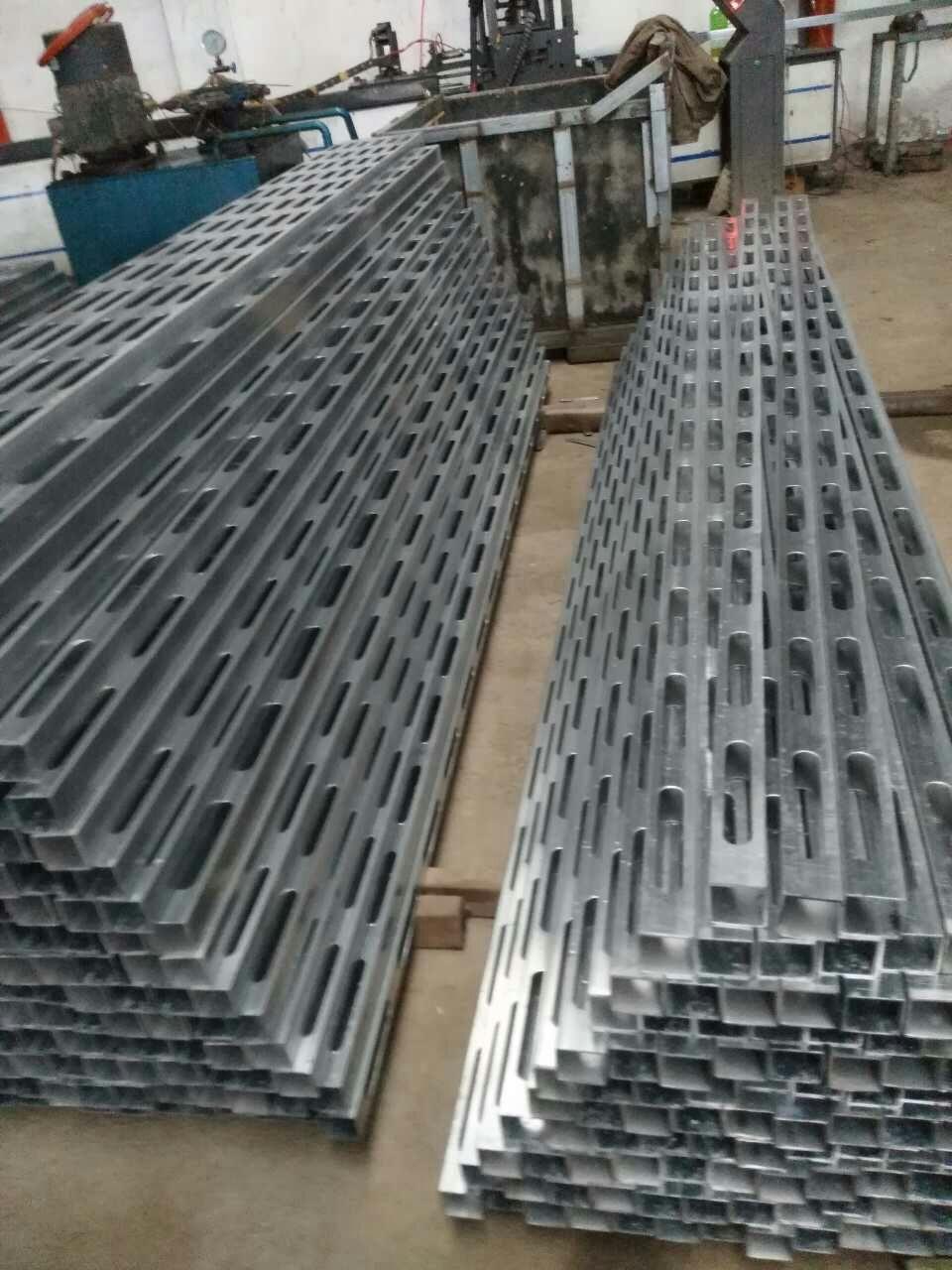 佛山研发新型建筑模版钢木龙骨自动化冲孔设备